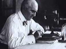 Эмиль Берлинер, создатель первого угольного микрофона.