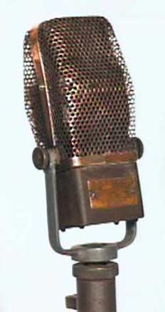 Ленточный микрофон RCA 44A. Весил 3,5 килограмма (фото www.neweraantiques.com).