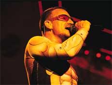 Вокалист U2 Боно предпочитает везде пользоваться динамическими микрофонами— и на сцене, и в студии.